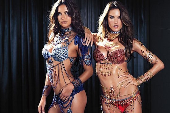 Adriana-Lima-y-Alessandra-Ambrosio-Fantasy-Bra