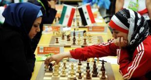 Dos jugadoras musulmanas, una siria y otra iraní, se enfrentan en un torneo.