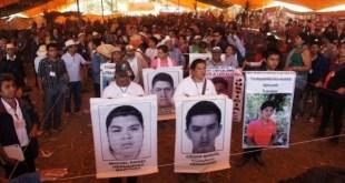 Una de las numerosas actividades de los familiares de las personas víctimas de desaparición forzada en México, para presionar porque se busque a sus parientes. Crédito: Cortesía de CMDPDH