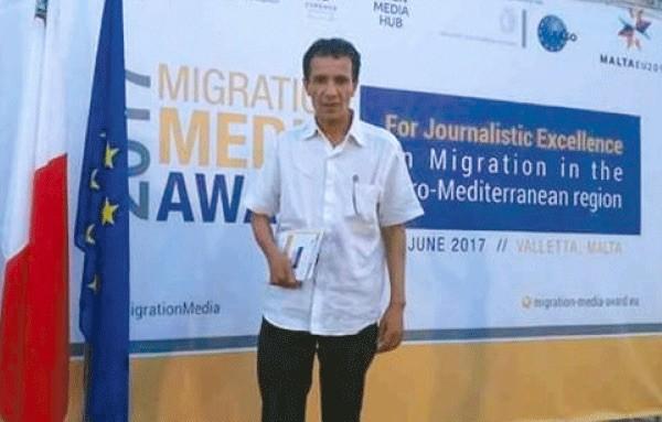 Chahreddine Berriah con el premio 'Migración Media'.