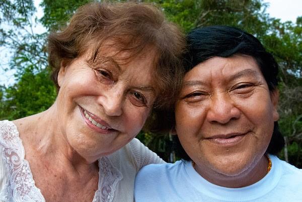 Claudia Andújar y una mujer yanomami © Fiona Watson:Survival