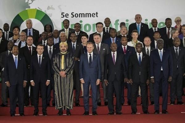 Foto de familia de la última cumbre de la UA, en 2017, donde aparece el rey marroquí y el presidente de la RASD.