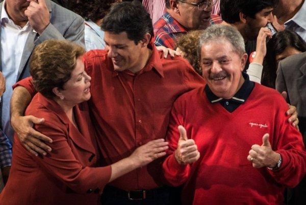 Fernando Haddad, Luiz Inacio Lula da Silva y Dilma Rousseff en Sao Paulo, Brasil, el 20 de octubre de 2012
