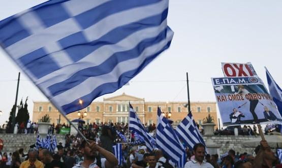 Greci-Oxi-banderas