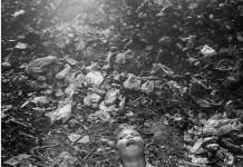 Javier Sánchez Monge: un niño jugando junto a una escombrera del Sudéste Asiático.