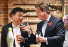 Xi Jinping y Cameron en el pub The Plough, en Londres