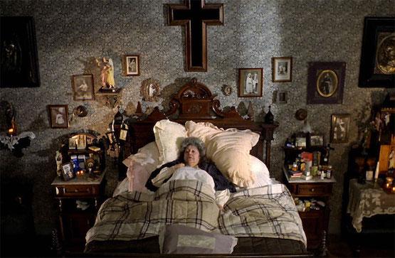Mamá cumple cien años, escena con Rafaela Aparicio