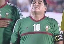 Maradona con la camiseta-marroquí en El Aaiún