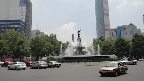 La lujosa Avenida Reforma de la capital mexicana (plaza Diana).