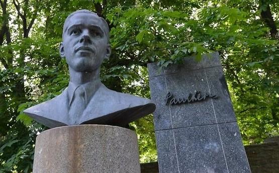 En la capital estonia, Tallin, también hay un monolito conmemorativo del ajedrecista.