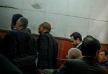 Nayi baja la cabeza en el tribunal