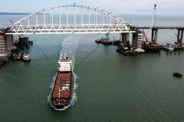Crimea: obras centrales del puente de Kerch