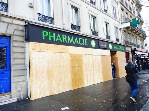 """París, 8 de diciembre de 2018, comercios cerrados en previsión de actos de violencia aprovechando la movilización de los """"gilets jaunes"""""""