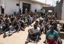 Refugiados retenidos en una comisaría en Trípoli © TAHA JAWASHI