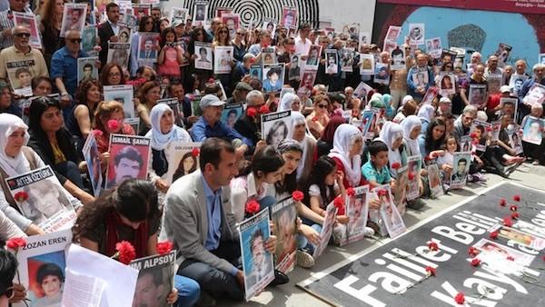 """Concentración de las """"Madres del sábado"""" en Estambul"""