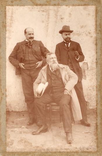 Ignacio Zuloaga con Auguste Rodin (sentado) y el coleccionista ruso Ivan Stchoukine durante un viaje por España, hacia 1905. Archivo Fundación Zuloaga