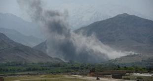 Fotografía de un bombardeo sobre territorio afgano controlado por el Estado Islámico. ANDES / AFP