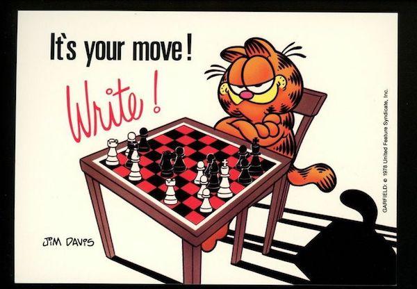 El gato Garfield ante un tablero.