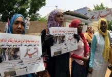 Protesta de mujeres ante la sede del diario Al Tayar.