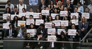 Miembros de la comunidad armenia dan las gracias a los parlamentarios alemanes