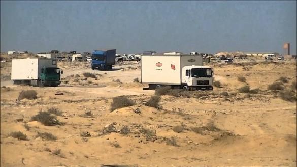 Camiones parados en la frontera de Marruecos sin poder acceder a Mauritania.