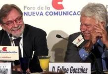Foto de archivo de Juan Luis Cebrián y Felipe González en un coloquio sobre periodismo digital