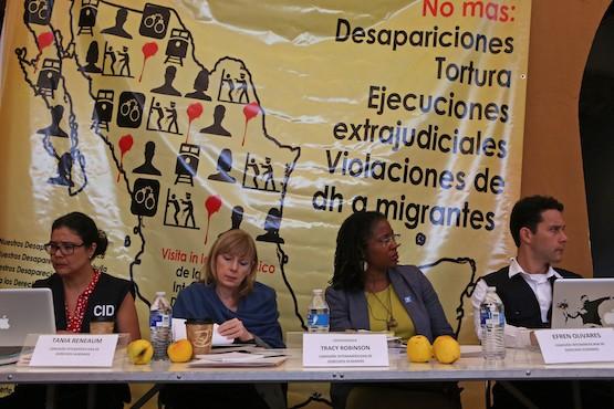 Tracy Robinson junto al equipo de CIDH escuchan los testimonios de familiares de personas desaparecidas, ejecutadas y/o víctimas de violaciones a los derechos humanos, durante la visita de CIDH en Casa Pastoral San José, en Saltillo, Estado de Coahuila, Sept. 30, 2015, Mexico. (Ginnette Riquelme para CIDH)