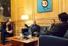 Ada Colau y Yanis Varoufakis en el Ayuntamiento de Barcelona. 20171108