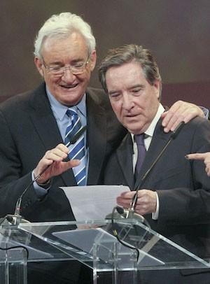 Luis del Olmo e Iñaki Gabilondo en la entrega de los Micrófonos de oro en 2012