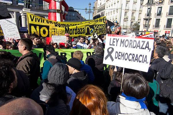 Manifestación de periodistas en Madrid contra las leyes mordaza aprobadas en España