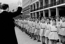 Una de las secuelas del franquismo, la Iglesia Católica consiguió libertad para el adoctrinamiento de niños