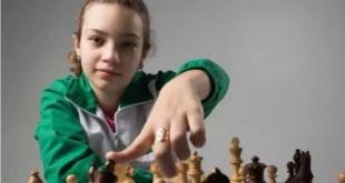 Dos chicas y un sueño: jugar al ajedrez