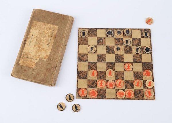Tablero artesanal realizado por prisioneros judíos.