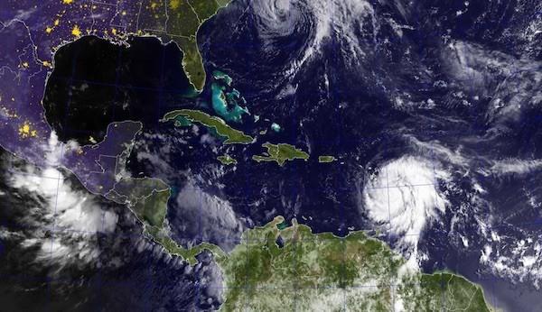 Huracán María sobre Dominica el 19 de septiembre de 2017