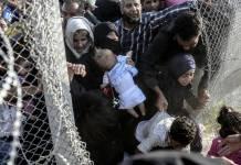 Amnistía Internacional: Personas refugiadas sirias en la frontera turca ©BULENT KILIC/AFP/Getty Images