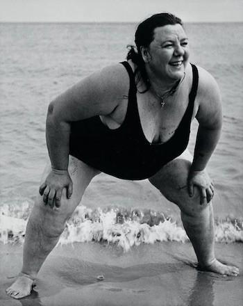 Lisette Model. Bañista de Coney Island, Nueva York, ca.1939-1941. Gelatina de plata, 49,3 x 39,1 cm. Colecciones Fundación Mapfre. © The Lisette Model Foundation, Inc. (1983)