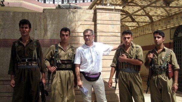 Manuel Martorell con milicianos kurdos