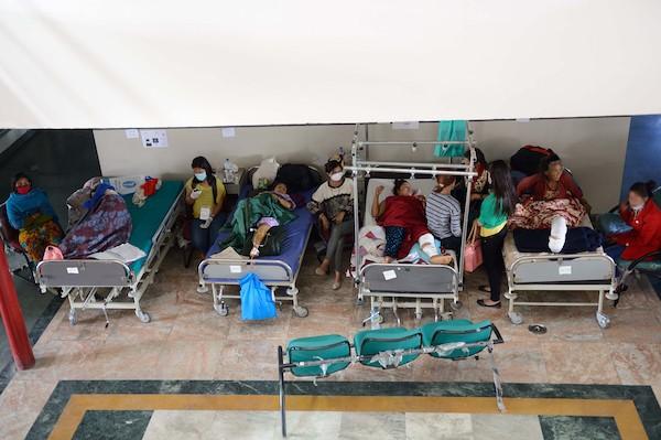 Pacientes en el hospital tras el terremoto en Nepal © Czuko Williams