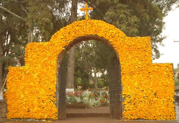 Michoacán, entrada al Panteón