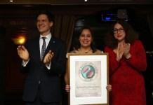 Mozn Hassan recibe el Premio Right Livelihood en El Cairo