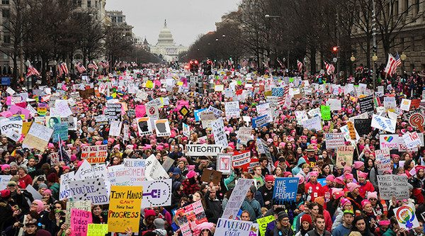 Mujeres marchan en Washington por las declaraciones contra las mujeres de Donald Trump
