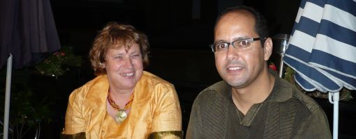 Naama Asfari, junto a su mujer, la francesa Claude Mangin.
