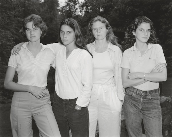 Nixon: Las hermanas Brown, 1975. Copia en gelatina de plata.