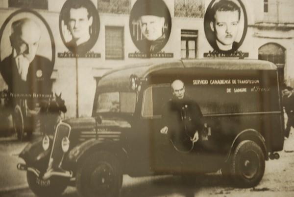 Norman Bethune, ambulancia para transfusiones en el frente de guerra.