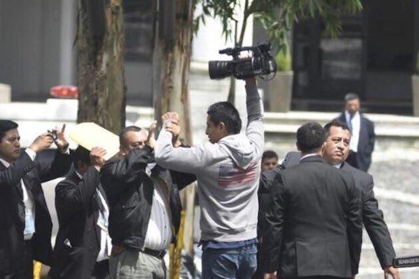 Periodistas agredidos por la seguridad del Presidente de Guatemala