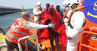 Italia podría cerrar sus puertos a los barcos de las ONG