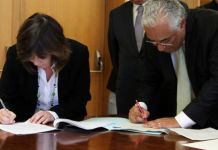 Firma del acuerdo entre Catarina Martins (Bloco) y António Costa (PS). PS