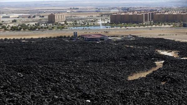 La urbanización El Quiñón, de Seseña, vista desde el vertedero de neumáticos