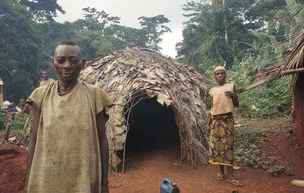 Sin acceso a su tierra ancestral, la salud de los bakas se ha deteriorado y afrontan un futuro incierto. © Survival International