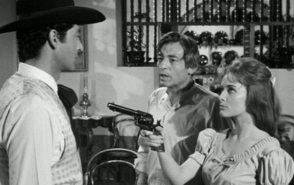 Tiempo de morir: Alfredo Leal en el papel del hijo mayor de los Trueba, amenazado por Blanca Sanchez la novia de su hermano